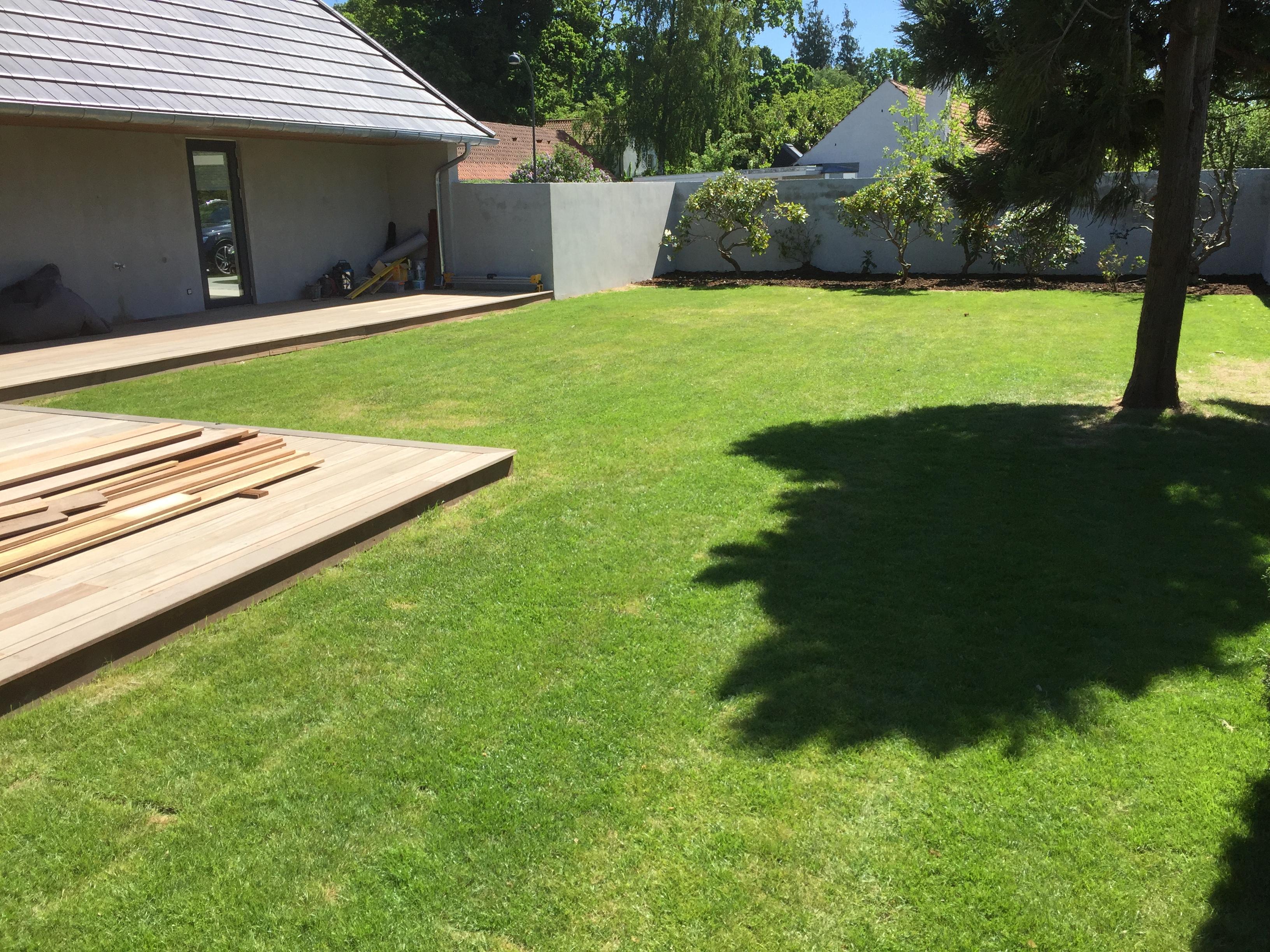 Ny lagt have i Charlottenlund - ny græsplæne med rullegræs